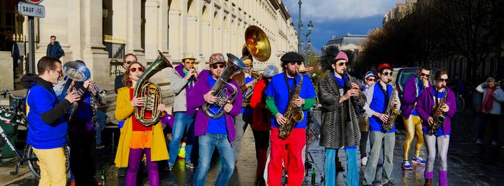 Les fous rires de Bordeaux #3 - FANFARE LA GRASSE BANDE, en déambulation dans les rues de Bordeaux