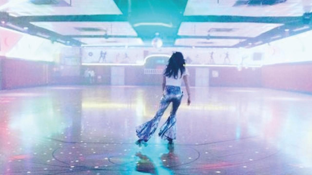 ROLLER DISCO DANCING
